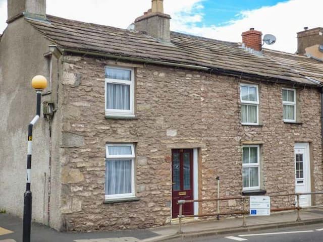 CORNER COTTAGE, pet friendly in Kirkby Stephen, Ref 940791