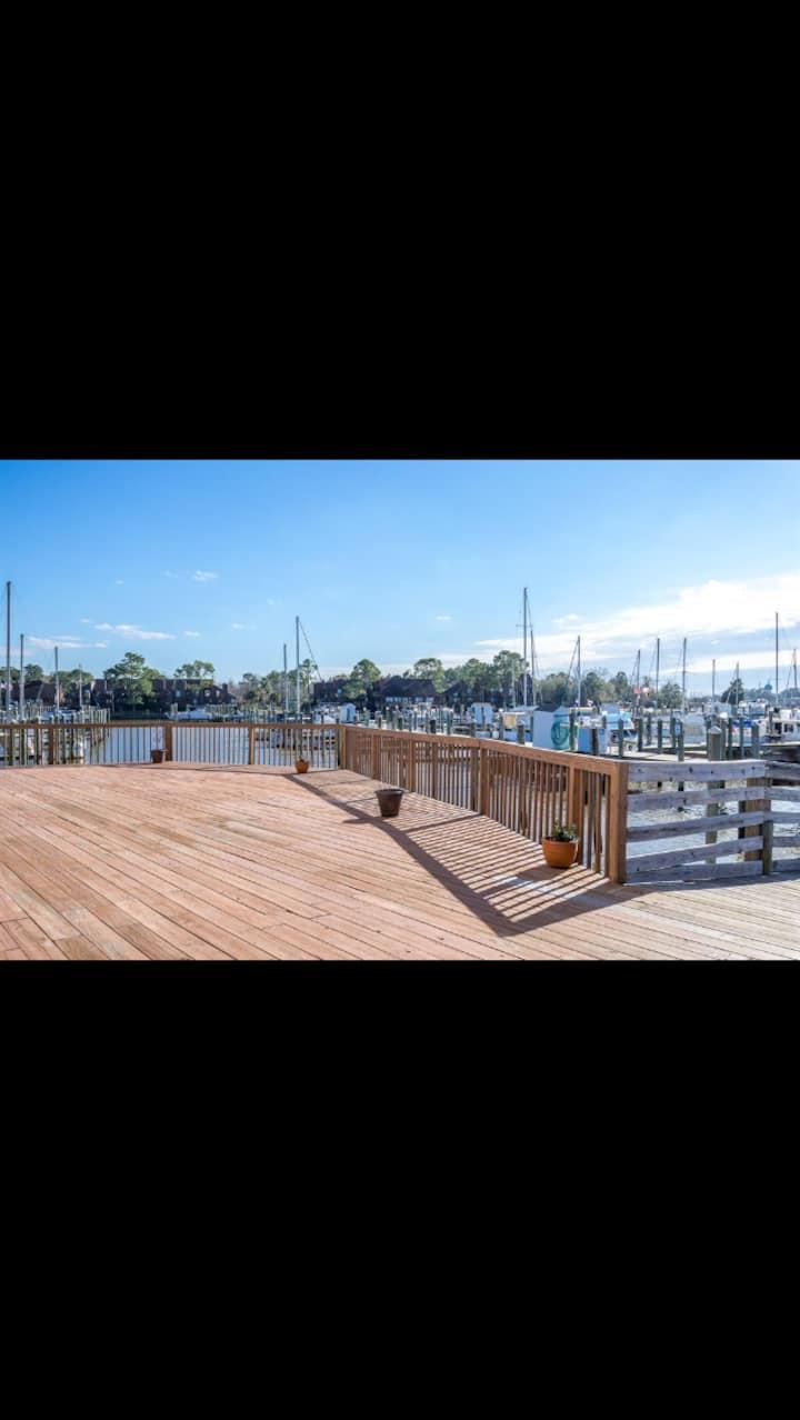 SE Houston Newly-Renovated Waterfront Condo