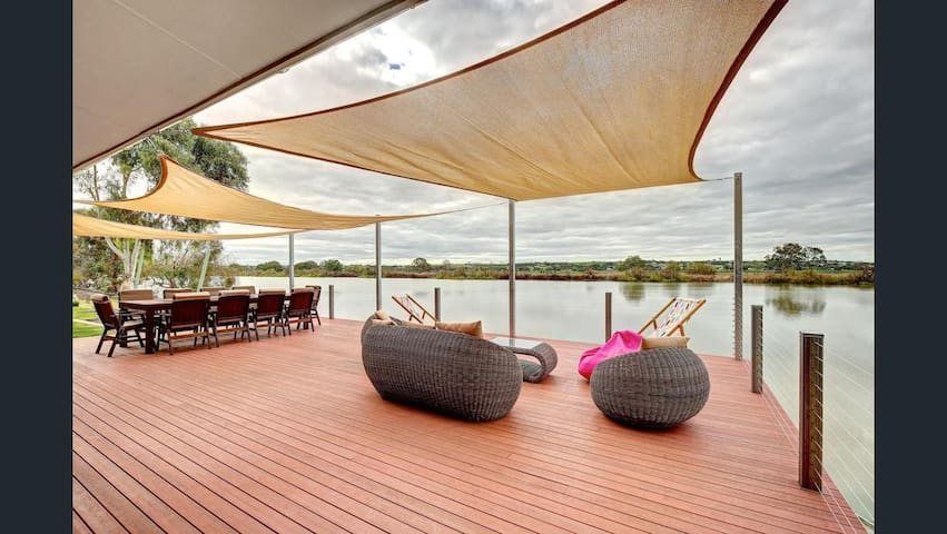 Luxury river escape with amazing views WATER FRONT