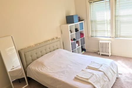Bright Large & Comfy 1 Bedroom Flat / 2nd Floor