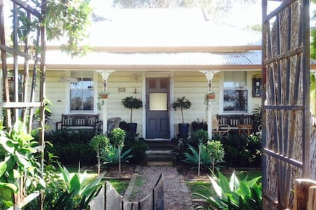 Charming historic Country Cottage - Menangle - Дом