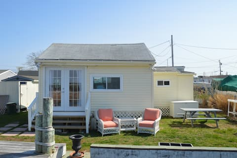 Waterfront Cottage across from Matunuck Oyster Bar
