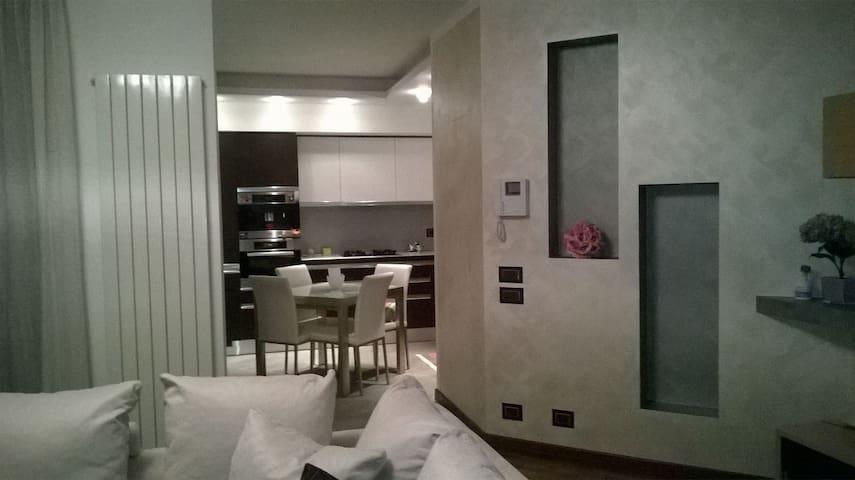 Grazioso appartamento in zona ben servita! - Novara - Byt