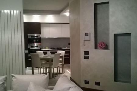 Grazioso appartamento in zona ben servita! - Novara - 公寓