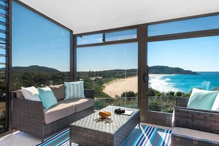 Blue Horizons-stunning ocean views -pool- whales!