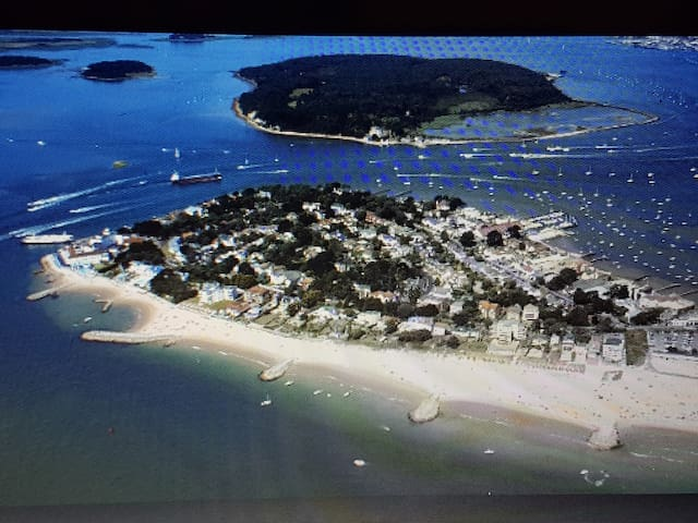 Sandbanks Gr FL Apt, 3mins WALK TO BEACH, parking