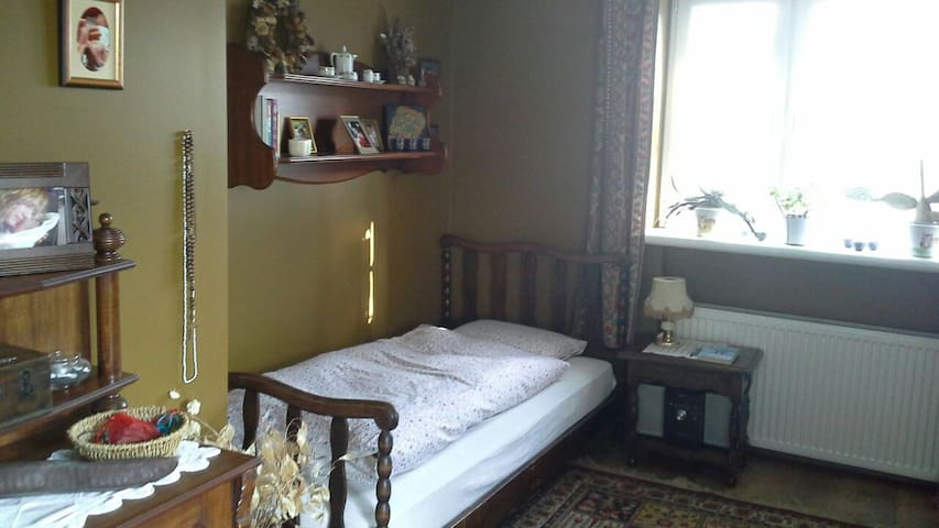 One-person bedroom in cosy familyhouse - Świdnica - Hus