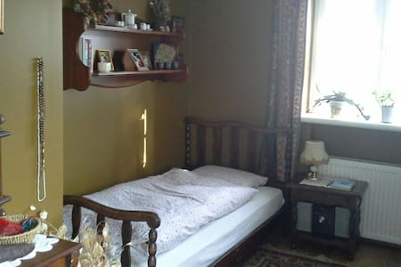 One-person bedroom in cosy familyhouse - Świdnica