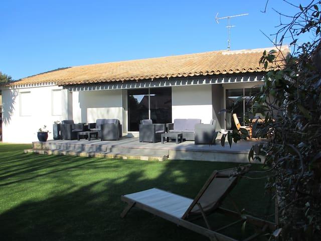 Villa agréable au calme
