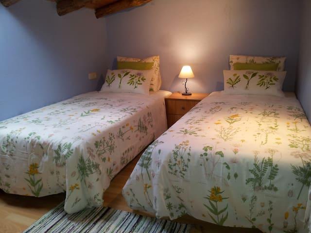Habitación acogedora en casa rústica - Guils de Cerdanya - Casa