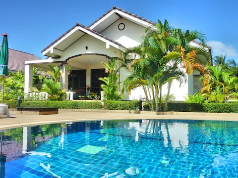 Gorgeous and modern villa in Safir Village Ban Phe