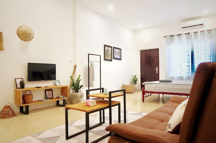 T3. Local Center - Spacious Studio w/ balcony