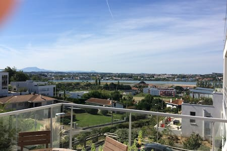 Beau T2 de 47 m² terrasse avec vue sur la Rhune - Bayonne