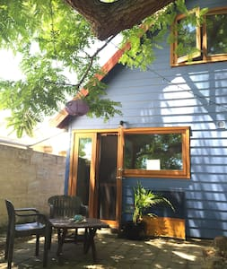 The Blue House Retreat : Fremantle - Hilton