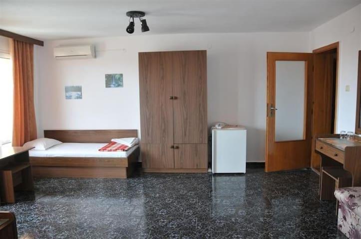 Aristidov Guest Room 42