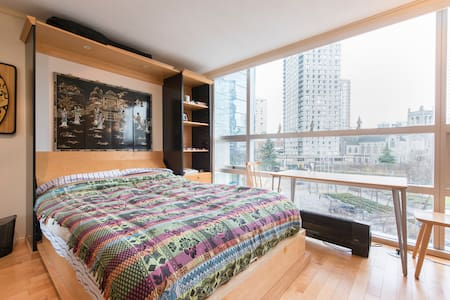 Studio apartment with city view - Vancouver