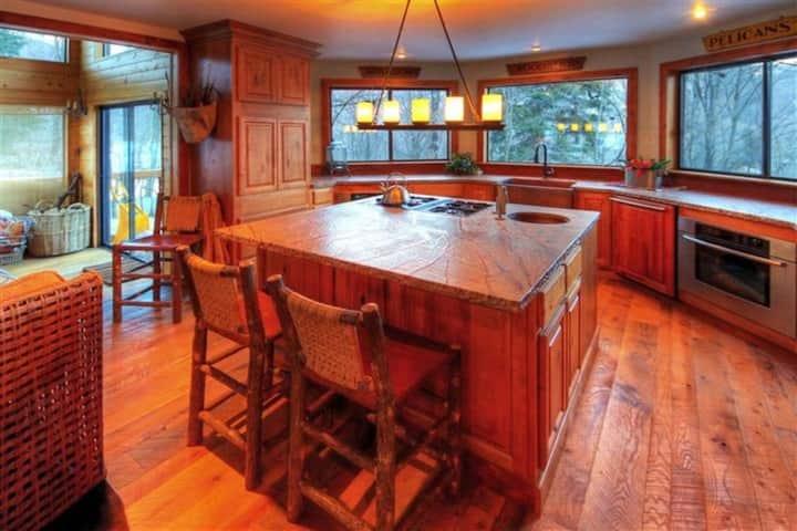 Curated Luxury Tree Top Ski Cabin in Sundance