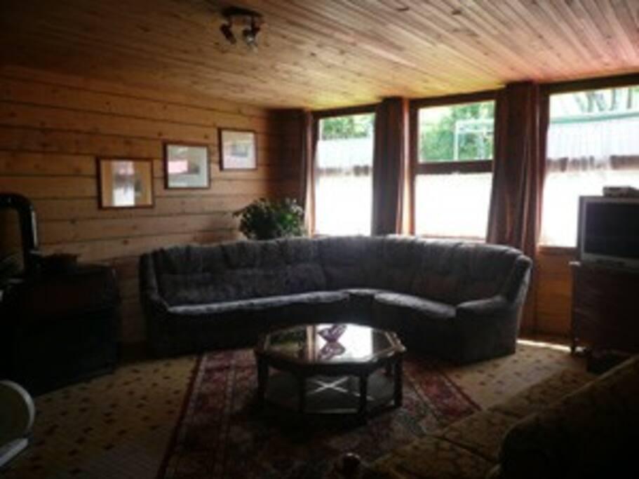 Appartement pour Grande famille, ou petit groupe, salon aménagé.