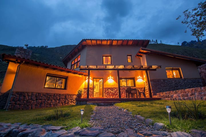 INTITIKA HOUSE  SACRED VALLEY 2 - Calca - Bed & Breakfast