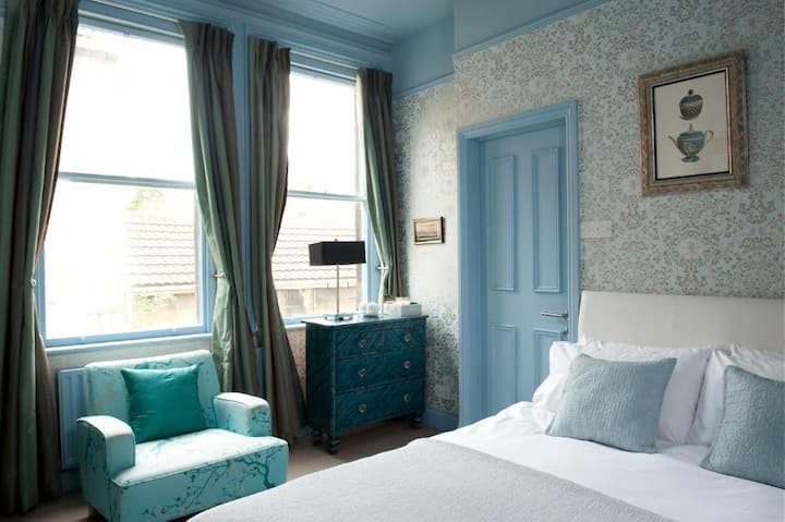 Essential Travel Only: Marvelous Double Economy At Bath