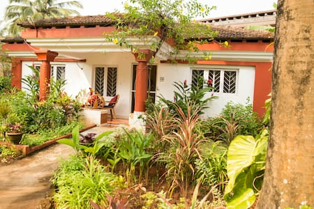 2 Bedroom Villa in Cavelossim, Goa - 南ゴア