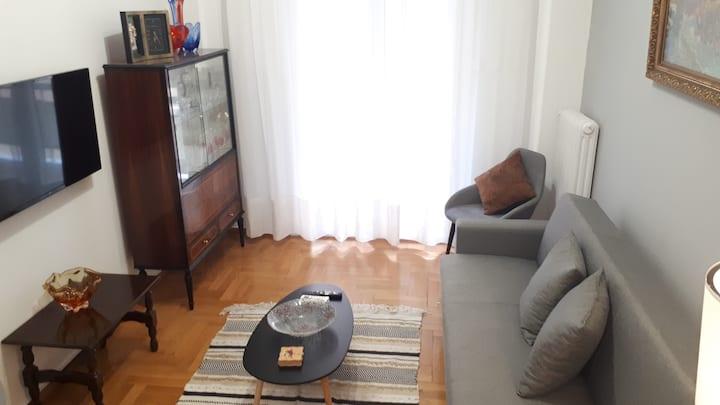 New! Centric  and Vintage apartment near metro