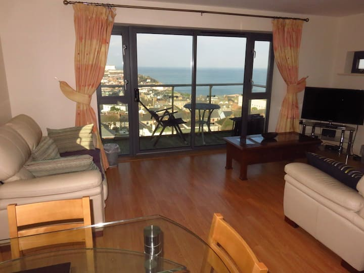 2 bed apartment enjoying stunning sea-views