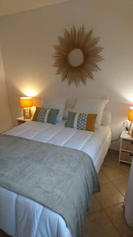 Chambre moderne décoration vintage au Cap Corse
