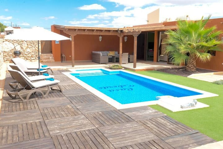Teberite - Modern finca with pool in Tuineje.