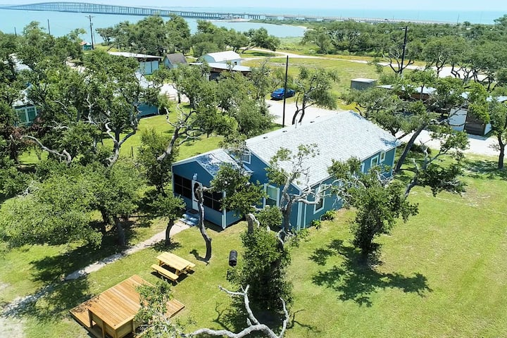 Private Lighted Pier! Cottage nestled in the oak trees right on Copano Bay!