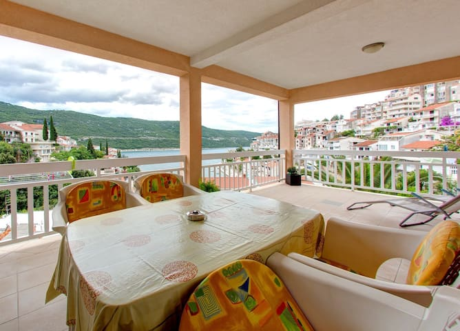 Apartments D&M - Studio Apartment with Sea View