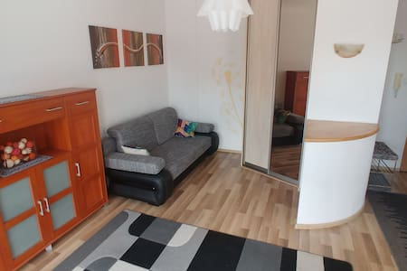 Quiet studio for 2 people, 20 mins from centre