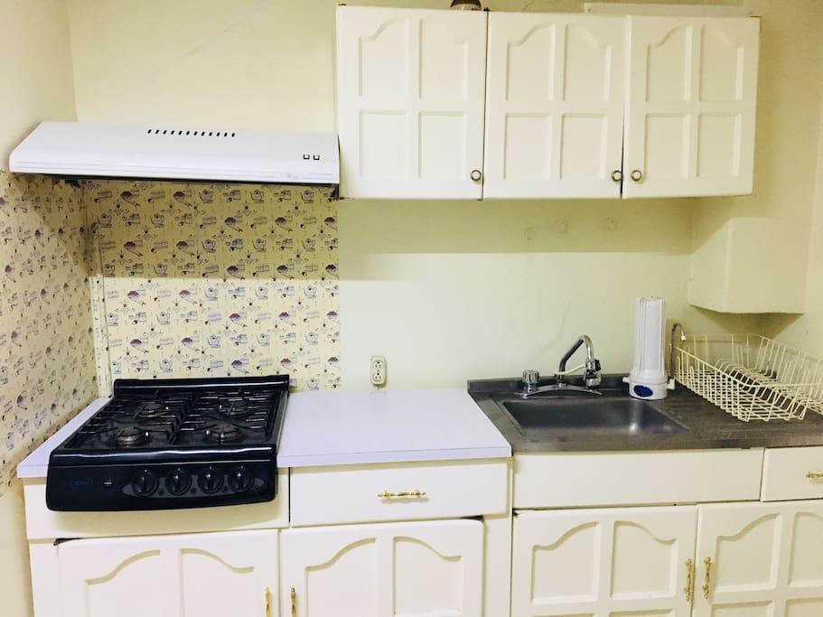 cocina con estufa y lavadero multifuncional