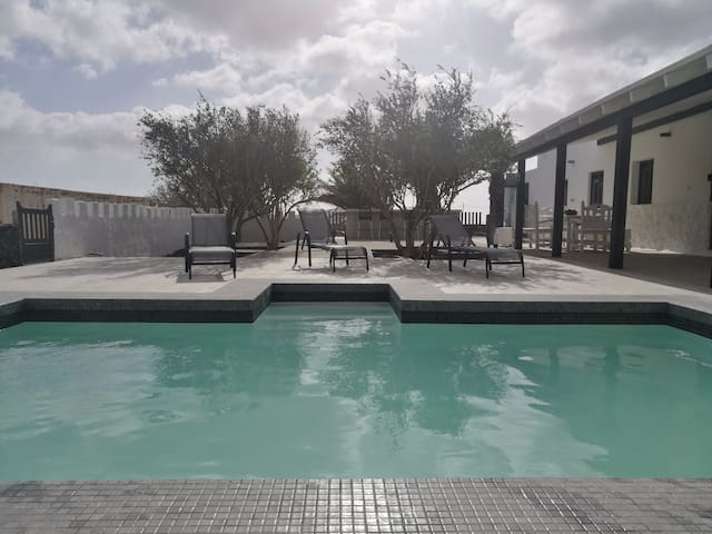 Casa rural Lomo Cordobés, paisaje y piscina