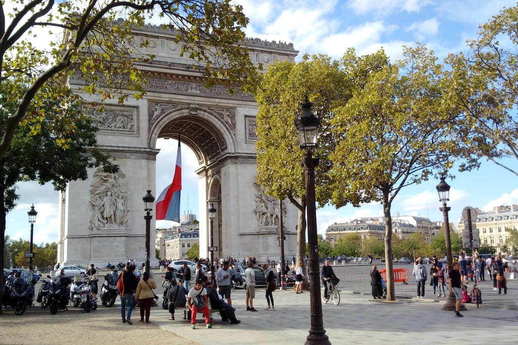 Arc de triomphe 300 meters away  from flat