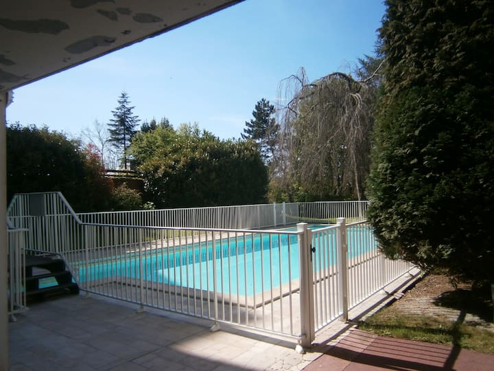 2 piéces (  piscine chauffée de juin à septembre)