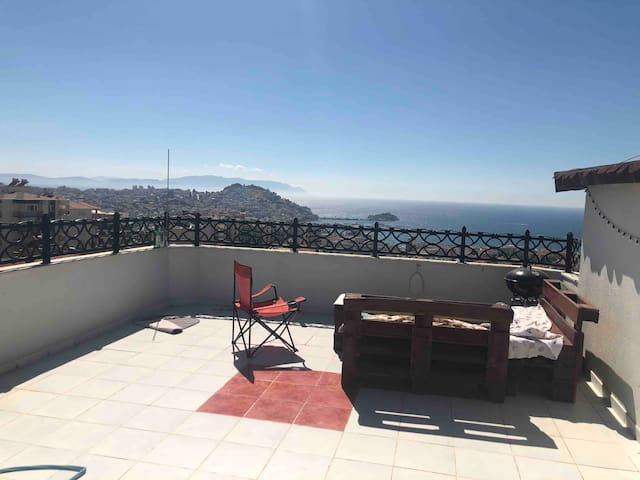 Lovely roof and terrace with full sea view
