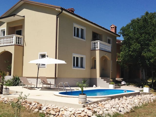 Apartment in Villa whit pool - Vozilići - Wohnung