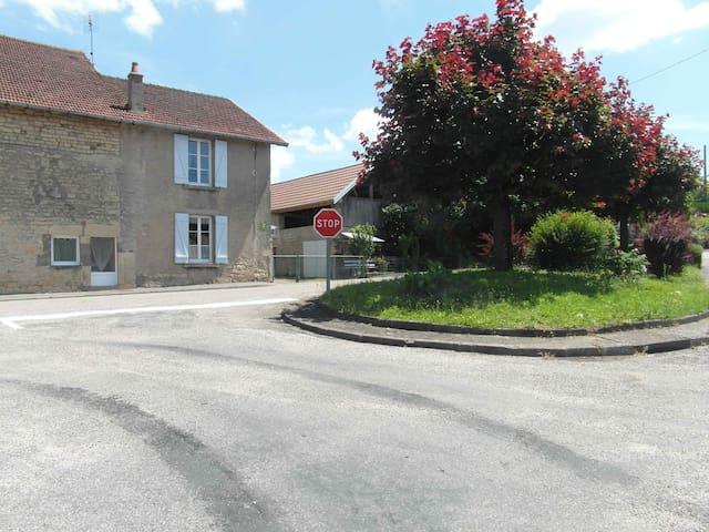Gite DEPLANTE spacieux et calme - Breurey-lès-Faverney