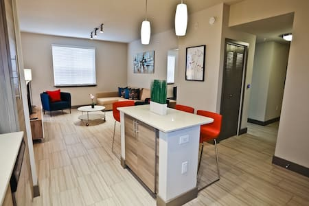 Awesome 2 Bedroom/ 2 Bathroom at Dadeland Mall - 肯德尔 - 公寓