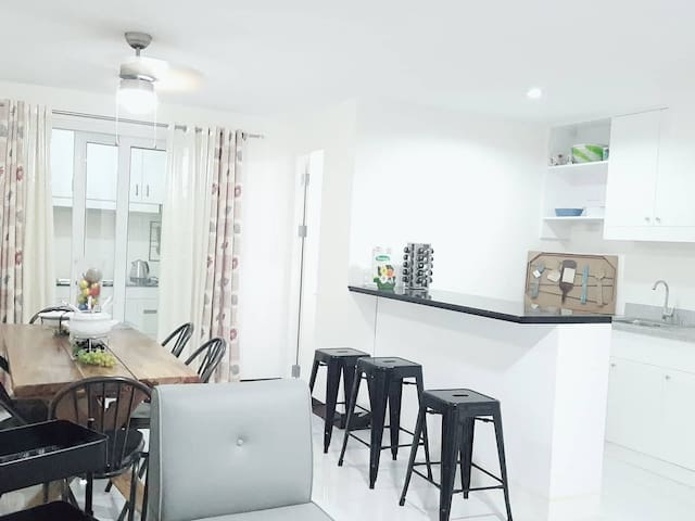 Lavender Townhouse in Uptown CDO