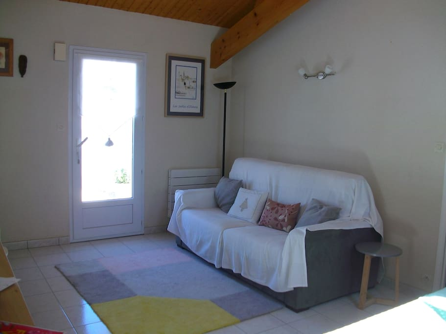 charmante maison 5 minutes de la plage houses for rent in ch teau d 39 olonne pays de la loire. Black Bedroom Furniture Sets. Home Design Ideas
