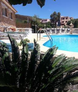 elegante bilocale uso piscina - Malamurì - Apartment