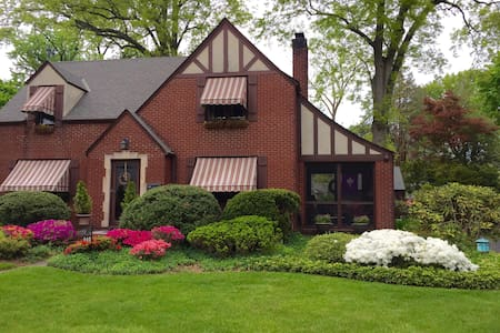 So Charming - English Tudor - Dunellen