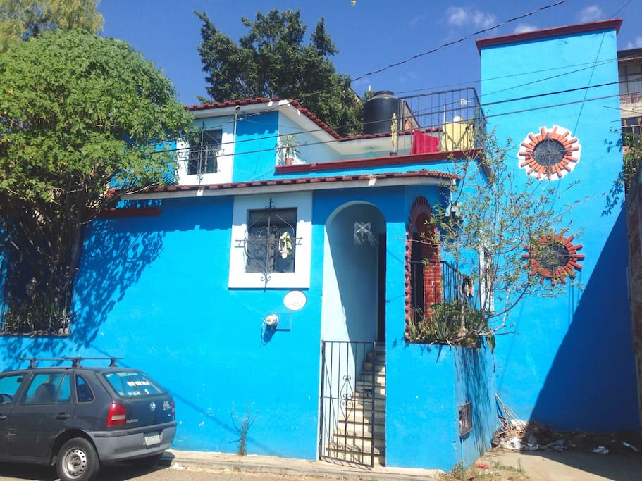 This is the house, located in a local neighborhood, ideal to walk the cita