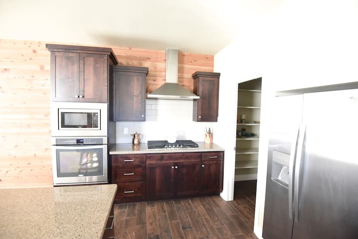 Spacious Room In A New Apartment Complex