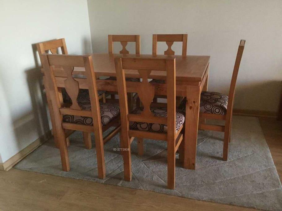 comedor con seis sillas