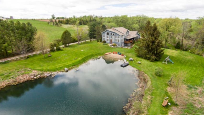 Beautiful country retreat just north of Port Perry - Sunderland - Gjestehus