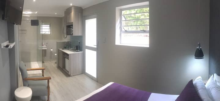 Cosy new renovated bachelor pad in peaceful Nahoon