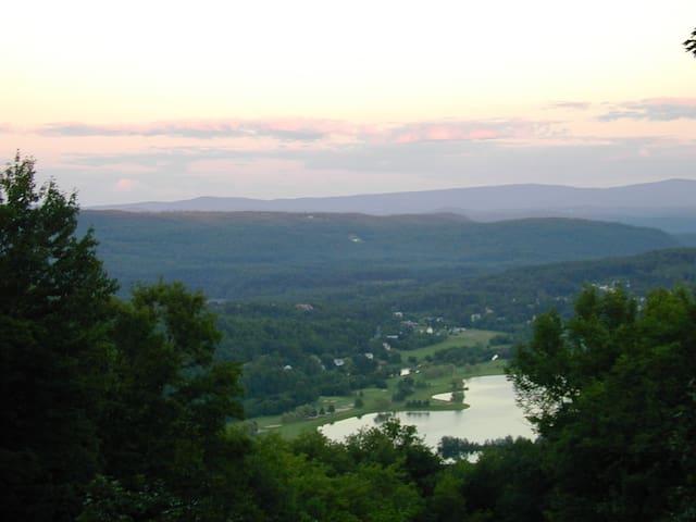 Condo in Quechee with beautiful views - Hartford - Condominio